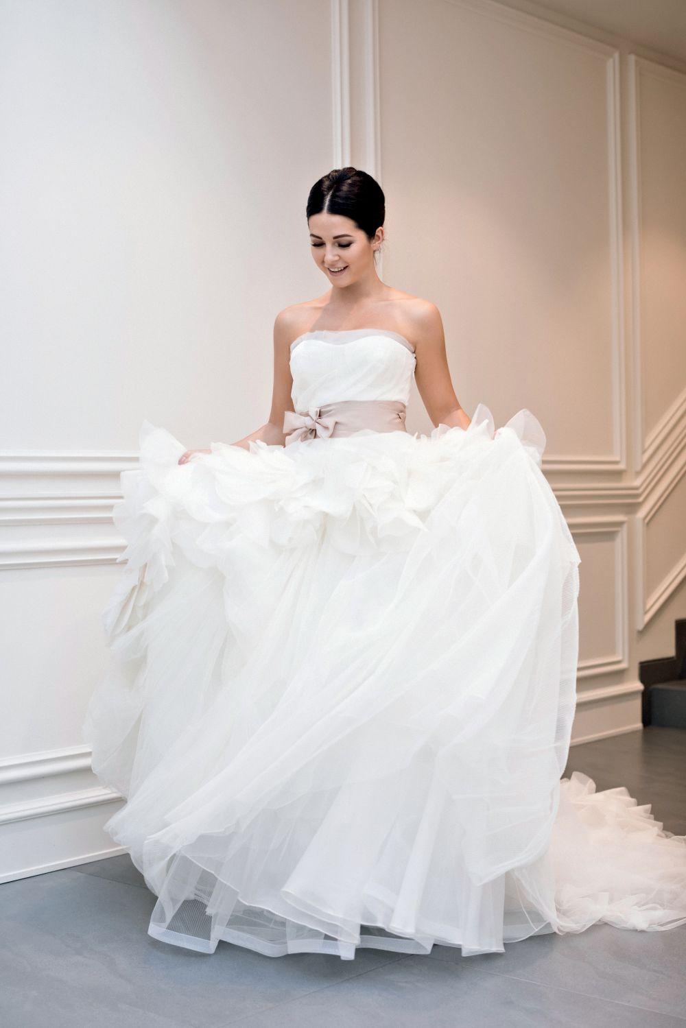 можно нюша устроила фотосессию накануне свадьбы лаком покрыла