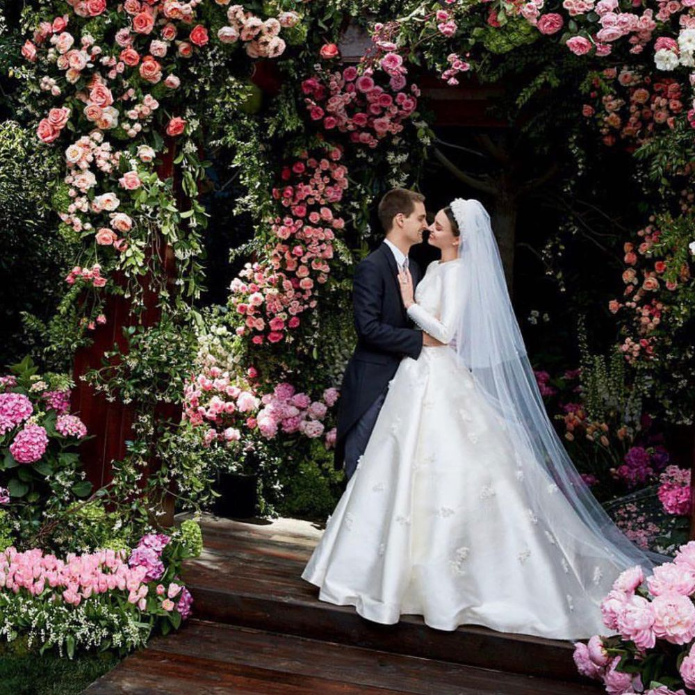 1447cb85b91 ... Эвана Шпигеля. Бракосочетание было настолько засекреченным