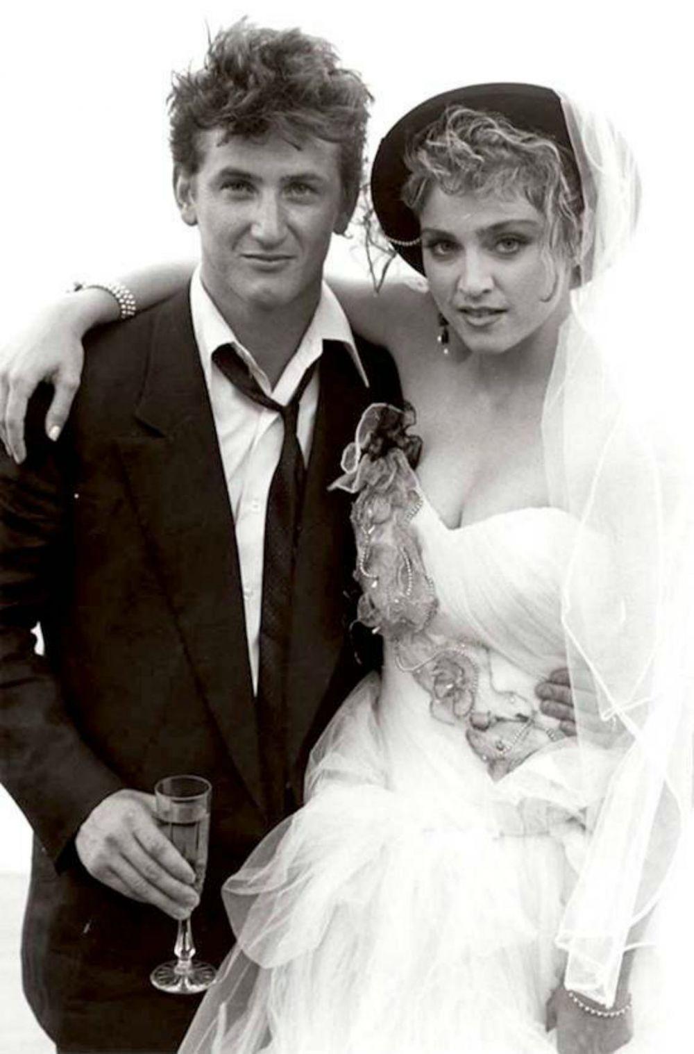 6c71a777842 В 1985 году звезда поп-музыки Мадонна Луиза Чикконе вышла замуж за  голливудского актера Шона Пенна. Как и все